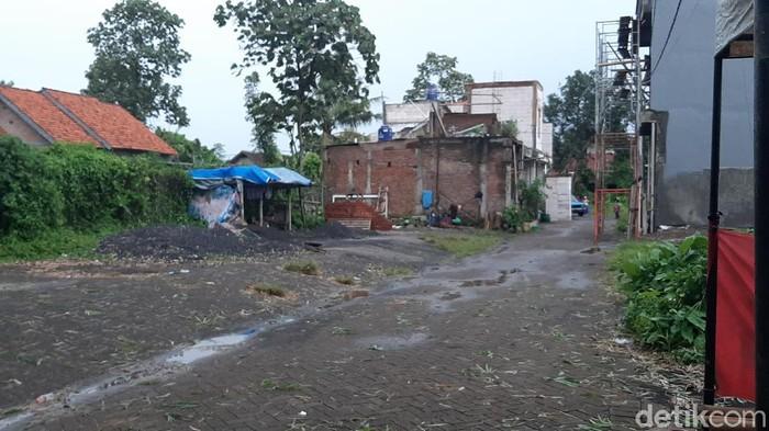 Densus 88 Antiteror kembali menangkap seorang terduga teroris di Malang. Kali ini berinisial BS (41).