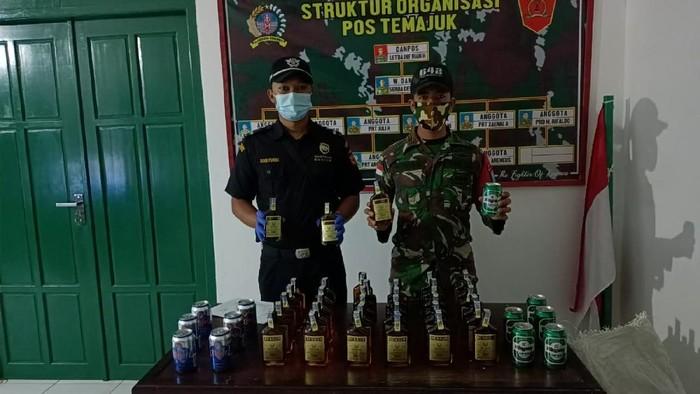 TNI amankan TKI ilegal dan puluhan botol miras di perbatasan RI-Malaysia, Kalbar