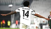 Lekuk Tubuh Presenter Aduhai Bikin Viral Pemain Muda Juventus