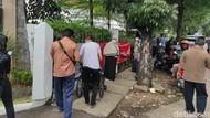 Saat Misinformasi Bikin Lansia di Jakarta Antre Demi Divaksinasi