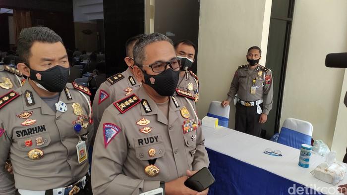 Dirlantas Polda Jateng Kombes Pol Rudy Syafirudin menjelaskan soal polisi lalu lintas yang dilengkapi helm berkamera untuk memantau pelanggar lalu lintas.