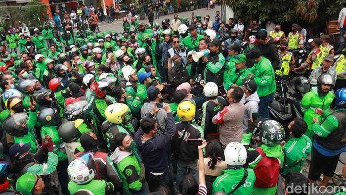 Driver Ojol Bandung Datangi Markas Satpol PP Bandung