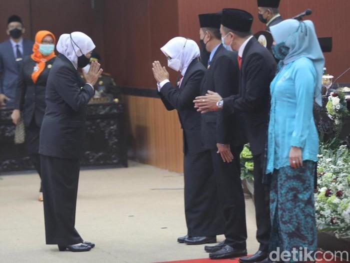 Gubernur Jawa Timur Khofifah Indar Parawansa menghadiri sertijab Bupati dan Wakil Bupati Blitar, serta Wali Kota dan Wakil Wali Kota Blitar. Ia berpesan soal Selingkar Wilis-Lintas Selatan.
