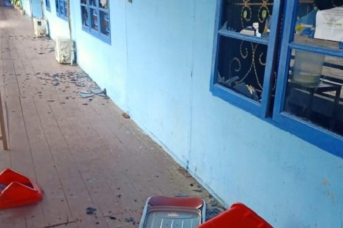 Kantor hingga rumah dinas Bupati Asmat dirusak.