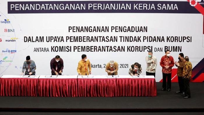 KPK mendorong BUMN untuk secara bersama-sama menolak korupsi di tubuh instansi pemerintah sebagai salah satu langkah GCG.