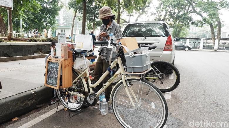 Kedai kopi sepeda di Bandung.