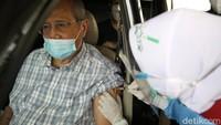 Layanan Vaksinasi COVID-19 Drive Thru untuk Lansia