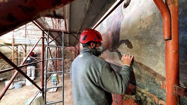 Meski belum sempurna, tetapi proyek restorasi yang dimulai pada bulan September 2020 lalu itu, masih terus digarap sampai sekarang.