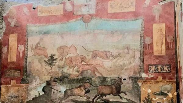 Salah satu lukisan dinding tertua yang ditemukan di Pompeii berhasil direstorasi. Lukisan dinding tersebut ditemukan di dalam komplek The House of the Ceii, sebuah rumah mewah milik hakim di masa itu.