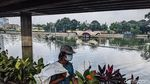 Maksimalkan Daya Tampung Air, Lumpur di Waduk Grogol Dikeruk