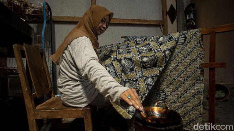 Melestarikan Batik di Kawasan Makam Raja