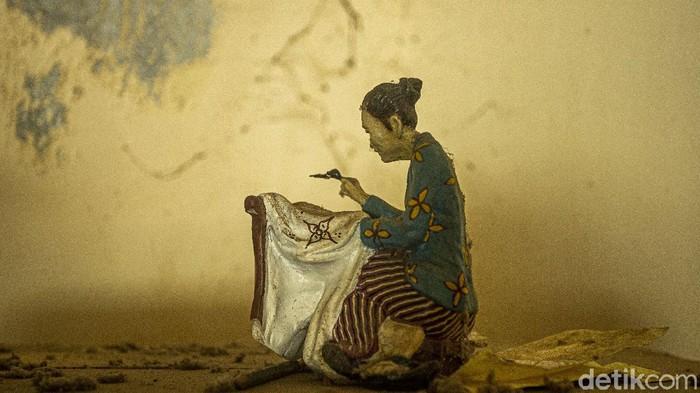 Batik tulis terutama batik gaya Mataraman/Yogyakarta berkembang tidak hanya di lingkungan atau dalam tembok keraton saja. Namun batik tulis dengan berbagai motif-motif tradisional/klasik itu justru banyak berkembang di luar tembok keraton.