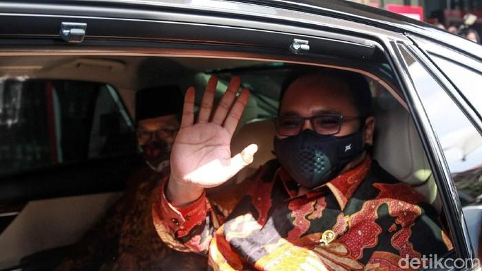 Menteri Agama Yaqut Cholil Qoumas berada di Gedung KPK, Jakarta, Rabu (3/3/2021) untuk bertemu pimpinan KPK. Menag diterima Ketua KPK Firli Bahuri didampingi Wakil Ketua Alexander Marwata, Nurul Ghufron dan Nawawi Pomolango. Pertemuan Menag dan KPK terkait  terkait pencegahan korupsi  di lingkungan Kemenag.   Menag juga menyampaikan pentingnya kerja sama pencegahan dan koordinasi supervisi dari KPK mengingat kerawanan dan potensi korupsi terkait tugas dan kewenangan Kemenag. Salah satunya terkait penyelenggaraan haji dan umroh.