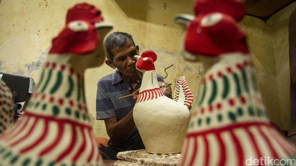 Kasongan terkenal sebagai sentra kerajinan gerabah atau keramik. Gerabah khas kasongan tidak hanya diminati di dalam negeri, tapi juga laku di pasar Asia dan Eropa.