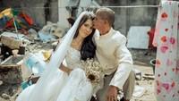 Foto Pemulung Menikah dengan Busana Mewah Viral, Ini Kisah Haru di Baliknya