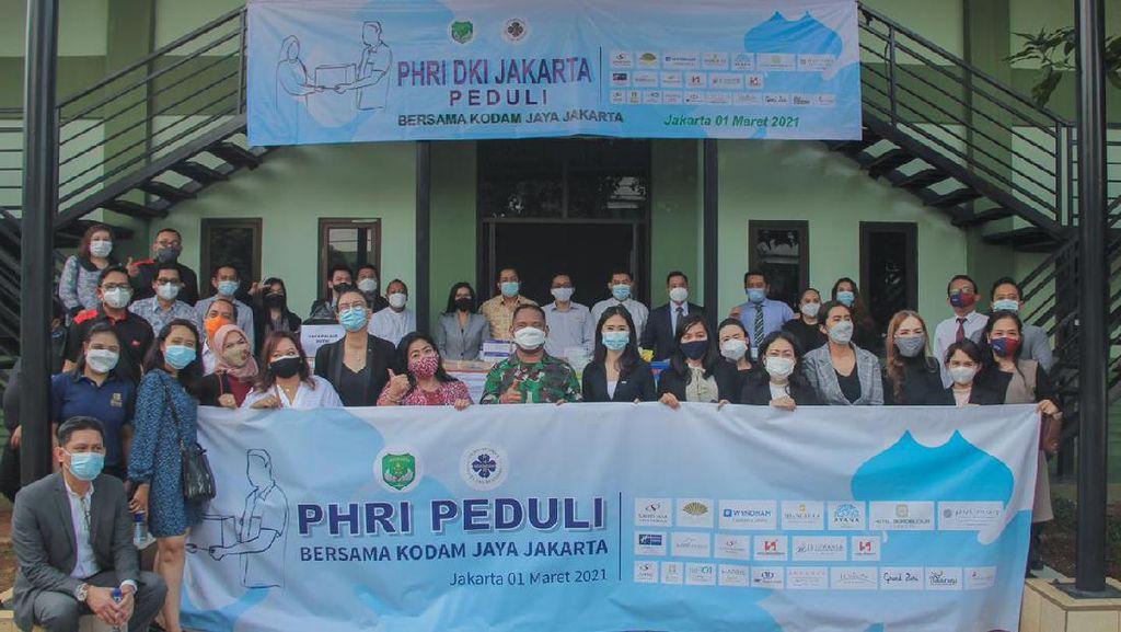 PHRI DKI dan Kodam Jaya Bagi Sembako-Masker untuk Warga Terdampak COVID-19