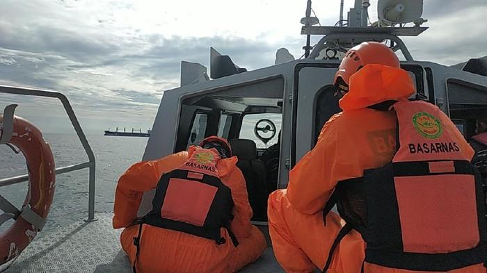 Proses evakuasi kecelakaan speedboat di Balikpapan (dok. Istimewa)