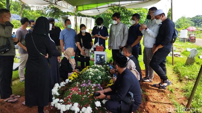 Rina Gunawan meninggal dunia