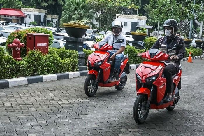 Sandiaga Uno Jajal Motor Listrik Gesits, Dukung Wisata Otomotif