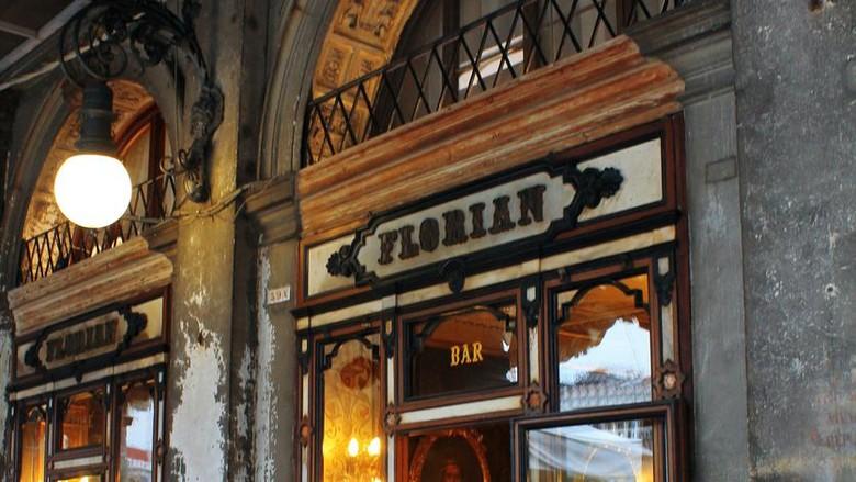 Berdiri selama 300 tahun, kafe tertua di Italia, Caffe Florian terancam tutup permanen. Padahal destinasi ini sudah seperti bagian dari kota Venesia.