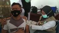 Tingkah Lucu Personel Polres Sidrap Saat Vaksinasi
