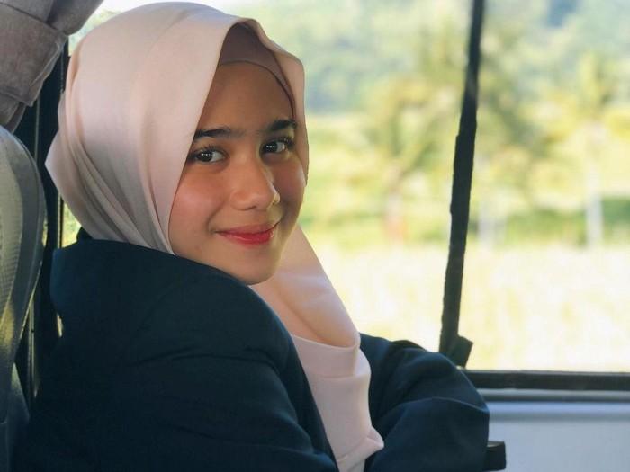 Tissa Biani Azzahra banjir pujian usai mengunggah foto berhijab.