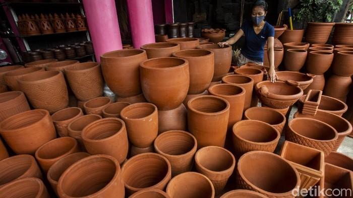 Bantul terkenal sebagai salah satu pusat industri kerajinan di Yogyakarta. Saat berkunjung ke Bantul, pastikan untuk melihat indahnya ragam bentuk gerabah di Kasongan, Kecamatan Kasihan.