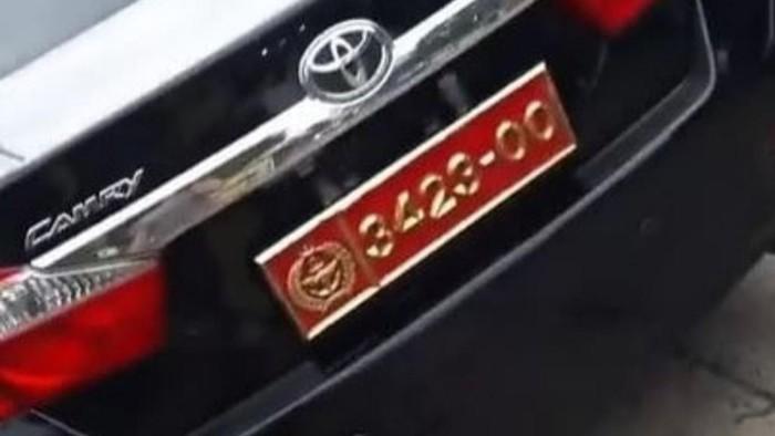 Viral perempuan memamerkan mobil suami berpelat dinas TNI