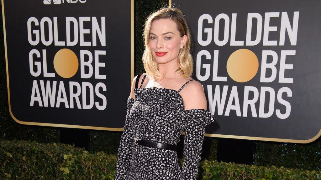 Red Carpet Golden Globes 2021 yang Tak Seglamor Dulu