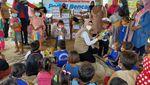 Anak-anak Korban Banjir Terima Bantuan dan Trauma Healing
