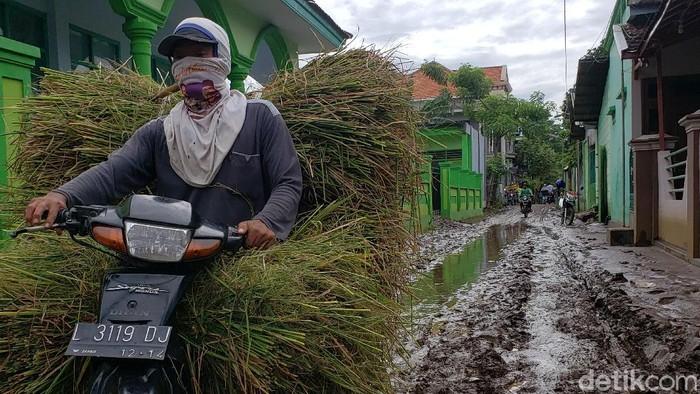 Banjir 2 Desa Di Kabupaten Probolinggo Surut menyisakan lumpur