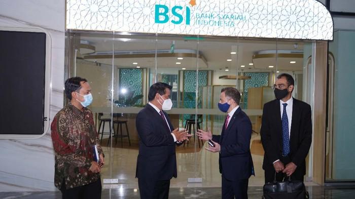 CEO Dubai Islamic Bank (DIB) Adnan Chilwan mengunjungi Bank Syariah Indonesia di Jakarta, Rabu (3/3). Kunjungan ini dalam rangka menjajaki peluang kerjasama.