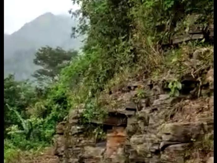 Benda batu mirip candi ditemukan di lereng Gunung Muria, Kudus.