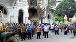 Potret Aksi Bobby Pimpin Perobohan Bangunan Ilegal di Kesawan Medan