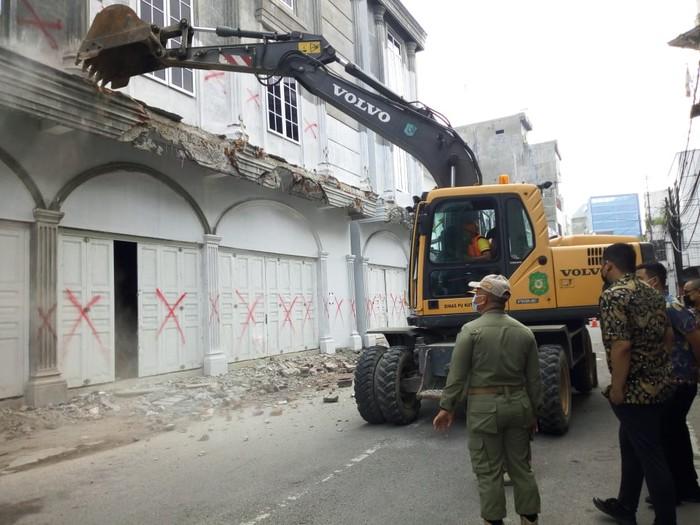 Bobby Nasution pimpin penertiban bangunan liar di Kesawan Medan