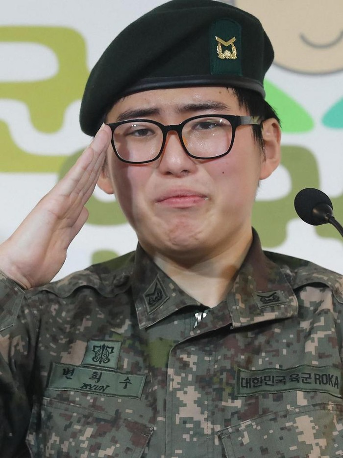 This photo taken in January 2020 shows late transgender South Korean soldier Byun Hee-soo at a press conference in Seoul. - Byun, who was forcibly discharged from the army after her operation, has been found dead, police said, prompting anger March 4, 2021 and calls for legal reforms. (Photo by STRINGER / YONHAP / AFP) / - South Korea OUT / NO ARCHIVES -  RESTRICTED TO SUBSCRIPTION USE