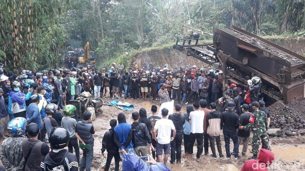 Tuai Protes, Aktivitas Tambang Pasir di Kaki Galunggung Dihentikan