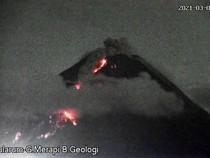 Gunung Merapi Muntahkan 81 Kali Lava Pijar dalam 12 Jam