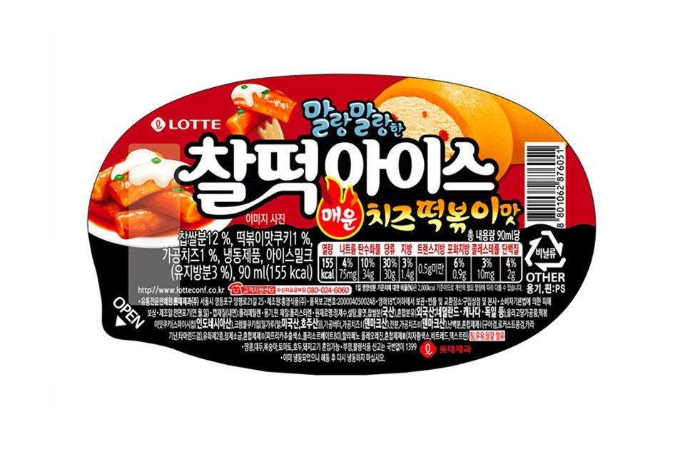 Es krim umumnya dibuat dengan varian rasa manis lembut, namun produsen es krim di Korea Selatan menawarkan rasa unik yaitu tteokbokki pedas. Gimana ya rasanya?