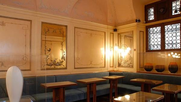 Sejak dibuka pada tahun 1720 di St Marks Square, Caffe Florian kerap didatangi penduduk lokal hingga turis. (Caffe Florian)