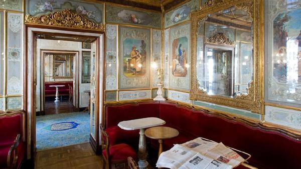 Berdiri beratus-ratus tahun, Kafe Florian sudah seperti sepotong kota Venesia. (Caffe Florian)