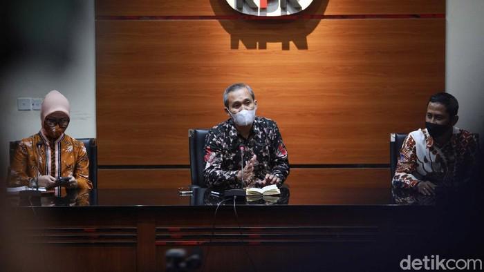 Ketua Komisi Yudisial (KY) Mukti Fajar Nur Dewata menyambangi gedung KPK. KY meminta KPK ikut memantau proses rekrutmen calon hakim agung seperti menelisik LHKPN.