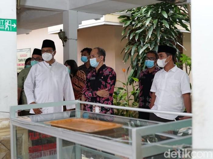 Wali Kota Pasuruan Saifullah Yusuf (Gus Ipul) dan wakilnya Adi Wibowo mendatangi RSUD dr R Soedarsono. Keduanya meminta rumah sakit memperbaiki pelayanan yang selama ini dikeluhkan masyarakat.