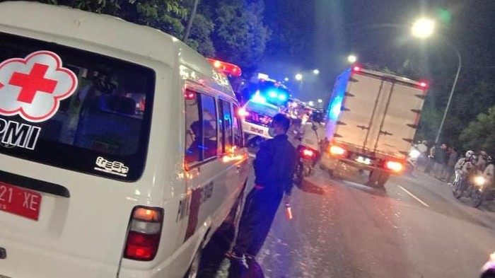 Kecelakaan melibatkan bus penumpang dan sepeda motor terjadi di jalan raya Sukowati, Gambiran, Sragen, Jawa Tengah, kamis (4/3/2021).