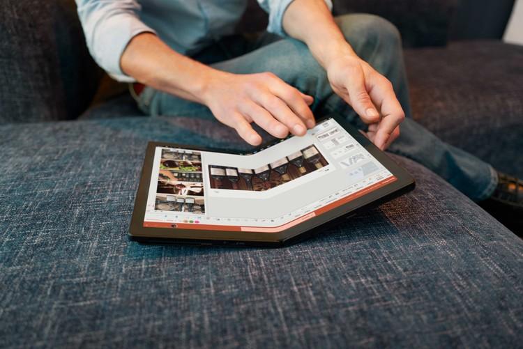 Lenovo Thinkpad X1 Fold adalah laptop layar lipat yang resmi hadir di Indonesia. Harga perangkat ini Rp 59 juta.