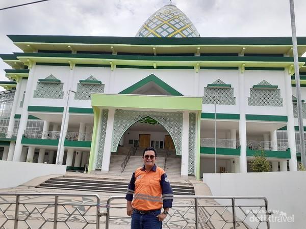 Photo didepan masjid