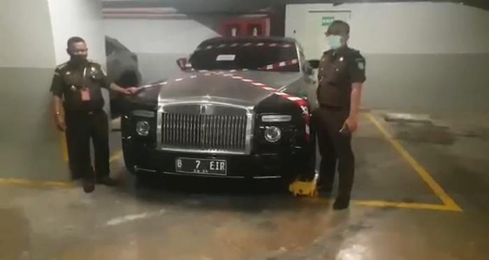 Mobil mewah Rolls Royce tersangka skandal Asabri, Jimmy Sutopo disita Kejagung