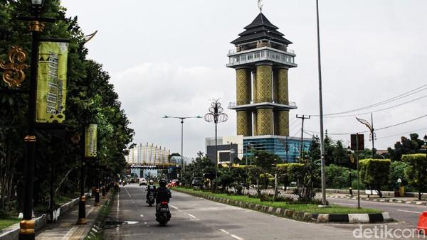 Nantinya Munara 99 Sabilulungan akan digunakan untuk pusat pelayanan publik. Menara yang memiliki empat lantai itu akan diisi 29 pelayanan publik, dari mengurus KTP hingga imigrasi. (Muhammad Iqbal/detikTravel)