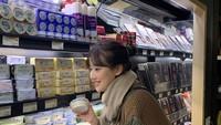 Yuk! Intip Naeun April Saat Makan Es Krim dan Belanja di Supermarket