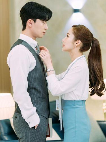 Tepat hari ini, Park Min Young berulang tahun ke-35 tahun. Walau telah menginjak kepala tiga, bintang drama Korea What's Wrong with Secretary Kim ini terlihat cantik awet muda.